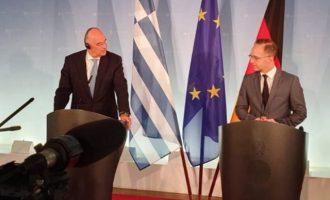 Τον «μεγάλο σεβασμό» του στην Ελλάδα για όσα επωμίστηκε εξέφρασε ο Μάας στον Δένδια