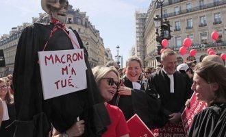 Γιατροί και δικηγόροι διαδήλωσαν κατά των συνταξιοδοτικών μεταρρυθμίσεων στη Γαλλία