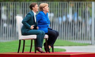 Γερμανικός Τύπος: Το αίνιγμα της… καρέκλας «στοιχειώνει» τη Μέρκελ