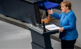 Διεθνείς συνεργασίες για να κερδίζουν όλοι ζητά η Μέρκελ