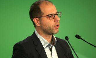 Ξεκαλάκης κατά Φώφης: Συνέδριο-παρωδία που θανατώνει πολιτικά το ΠΑΣΟΚ