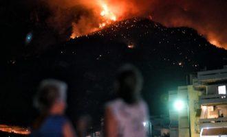 Μαίνεται η φωτιά στο Λουτράκι – Πολλά μέτωπα