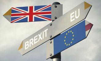 Brexit: Έτοιμη η συμφωνία δηλώνουν οι Βρυξέλλες- Αναμένεται το «ναι» από το Λονδίνο
