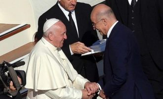 Ο Πάπας υποδέχθηκε τον Νίκο Δένδια στο Βατικανό
