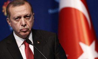 Ερντογάν: Όσοι υψώνουν ανάστημα απέναντί μας ετοιμάζουν το τέλος τους