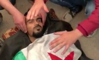 Οι τζιχαντιστές μισθοφόροι του Ερντογάν θάβουν τους νεκρούς τους