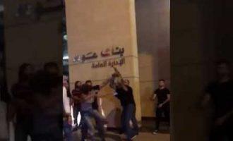 Λιβανέζα κλώτσησε σωματοφύλακα υπουργού και έγινε σύμβολο κατά της διαφθοράς
