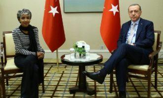 Η μουσουλμάνα βουλευτής Ιλχάν Ομάρ ΔΕΝ ψήφισε τη Γενοκτονία των Αρμενίων