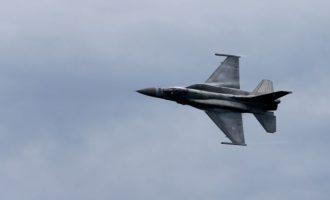 Ελληνικά F-16 πέταξαν μαζί με αμερικανικό βομβαρδιστικό πάνω από Κύπρο