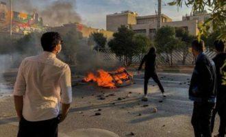 Ιράν: Οι Φρουροί της Επανάστασης προειδοποίησαν ότι θα πατάξουν τους διαδηλωτές