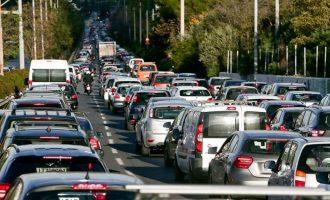 Τεράστιο μποτιλιάρισμα σε όλη την Αθήνα από τις ρυθμίσεις για τα 10 χλμ του Μαραθώνιου