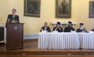 Πάιατ κατά Ρωσίας: Χρησιμοποιεί τη θρησκεία για πολιτικούς στόχους