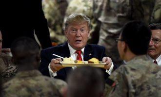 Ξαφνική επίσκεψη Τραμπ στο Αφγανιστάν (φωτο)