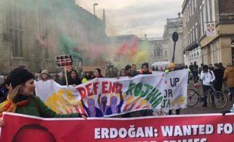 Κούρδοι κατά Ερντογάν στο Κέμπριτζ – «Είσαι δικτάτορας και εγκληματίας πολέμου»