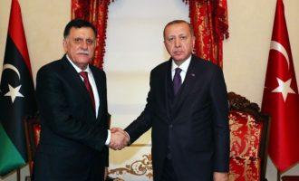 Στο παλάτι Ντολμάμπαχτσέ της Πόλης συναντήθηκαν κεκλεισμένων των θυρών Ερντογάν-Σαράτζ