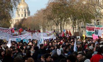 Γαλλία: Τα συνδικάτα προειδοποιούν για απεργίες τα Χριστούγεννα – «Nα λογικευτεί ο Μακρόν»