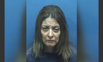 Έβαλε σακούλα στο κεφάλι του 3χρονου γιου της και τον έδεσε ενώ το σπίτι καιγόταν