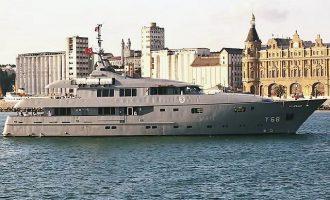 Πλοίο του Πολεμικού Ναυτικού της Τουρκίας έγινε «πλωτό παλάτι» του Ερντογάν