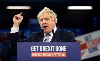 Ο Μπόρις Τζόνσον υπέγραψε το Brexit: «Φανταστική στιγμή» για τη Βρετανία