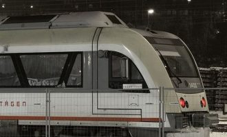 Πρόβαλαν πορνό σε οθόνη σιδηροδρομικού σταθμού στη Σουηδία