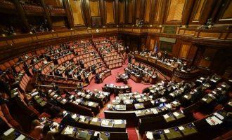 Σκανδαλώδες προνόμιο: Πώς οι Ιταλοί βουλευτές εξασφαλίζουν διπλή σύνταξη