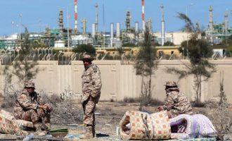 Λιβύη: Ο Χαφτάρ επέτρεψε την επαναλειτουργία της πετρελαϊκής παραγωγής