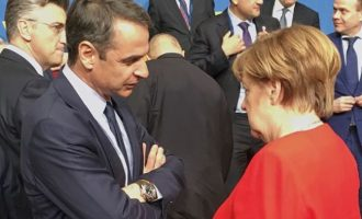Τη δυσαρέσκειά του εξέφρασε στη Μέρκελ ο Μητσοτάκης για τη μη συμμετοχή της Ελλάδας στη διάσκεψη