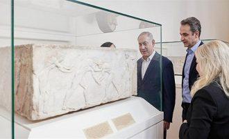 Μητσοτάκης και Νετανιάχου ξεναγήθηκαν στο Εθνικό Αρχαιολογικό Μουσείο (φωτο)