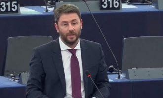 Ανδρουλάκης: Η Γερμανία υπονομεύει την Ευρωπαϊκή Στρατηγική εμβολιασμών