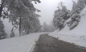 Καιρός: Τσουχτερό κρύο το Σαββατοκύριακο – Χιόνισε στην Πάρνηθα