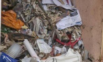 Πέθανε μέσα σε βουνά από σκουπίδια στο σπίτι του – Πέντε ώρες έψαχναν το πτώμα