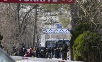 Έκλεισε το συνοριακό πέρασμα «Καστανιές» στον Έβρο – 100ντάδες μετανάστες στην άλλη πλευρά