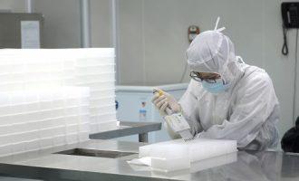 Το εμβόλιο για τον κορωνοϊό απειλεί με ελλείψεις σε… σύριγγες