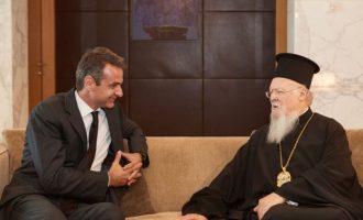 Με τον Οικουμενικό Πατριάρχη συναντήθηκε ο Μητσοτάκης στο Άμπου Ντάμπι