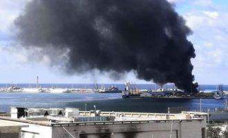 Ο Χαφτάρ χτύπησε τουρκικό πλοίο στο λιμάνι της Τρίπολης φορτωμένο με πολεμοφόδια