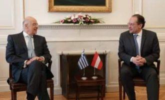«Πυρετός» στο ΥΠΕΞ: Ο Δένδιας συνάντησε πρεσβευτές και Αυστριακό ΥΠΕΞ