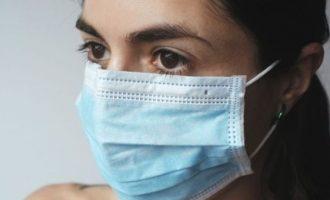 Έρευνα: Οι μάσκες μέσα στο σπίτι εμποδίζουν την εξάπλωση κορωνοϊού