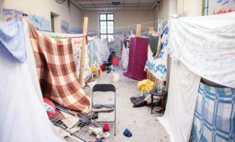 Η Αστυνομία απομάκρυνε 85 αλλοδαπούς που είχαν κατασκηνώσει στην αίθουσα Γκίνη στο Πολυτεχνείο