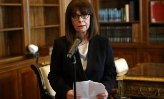 Πρώτο διάγγελμα της Σακελλαροπούλου: Θυσιάζουμε ατομικές ελευθερίες για τη δημόσια υγεία