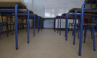 Όπισθεν από Κεραμέως μετά τις αντιδράσεις: Χωρίς κάμερες τα μαθήματα στα σχολεία