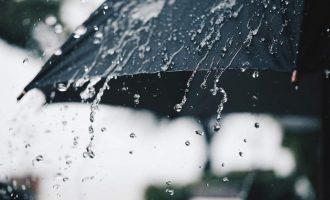 Καιρός: Βροχές την Κυριακή, με μικρή άνοδο της θερμοκρασίας