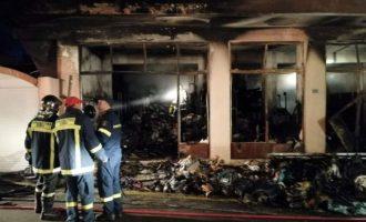 Κάηκε ολοσχερώς στη Χίο αποθήκη ΜΚΟ με βοήθεια για πρόσφυγες (βίντεο)