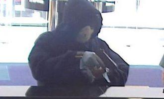 Άνδρας με χειρουργική μάσκα λήστεψε τράπεζα στο Κουκάκι