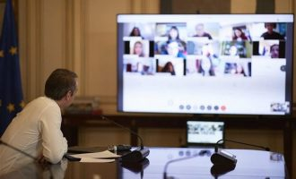 Στα ψηφιακά θρανία ο Μητσοτάκης – Τι είπε στους μαθητές