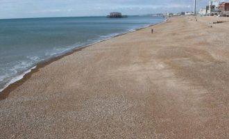 Ασυγκράτητο ζευγάρι έσπασε την καραντίνα και το «έκανε» σε παραλία (φωτο)