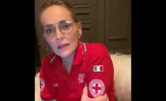 Η Σάρον Στόουν εξέφρασε τον θαυμασμό της στον ιταλικό Ερυθρό Σταυρό