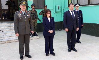 Στο στρατιωτικό φυλάκιο στις Καστανιές του Έβρου η Κατερίνα Σακελλαροπούλου