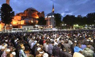 Προκλητικοί εορτασμοί για την επέτειο της Άλωσης – Διαβάστηκε το κοράνι στην Αγία Σοφία