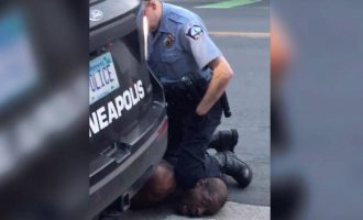 Οργή στη Μινεσότα: Αστυνομικός έπνιξε με λαβή με το πόδι Αφροαμερικανό (βίντεο)