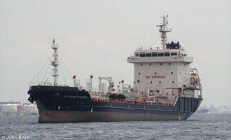 Νέο ρεσάλτο πειρατών σε ελληνικό τάνκερ – Απήχθησαν δέκα ναυτικοί